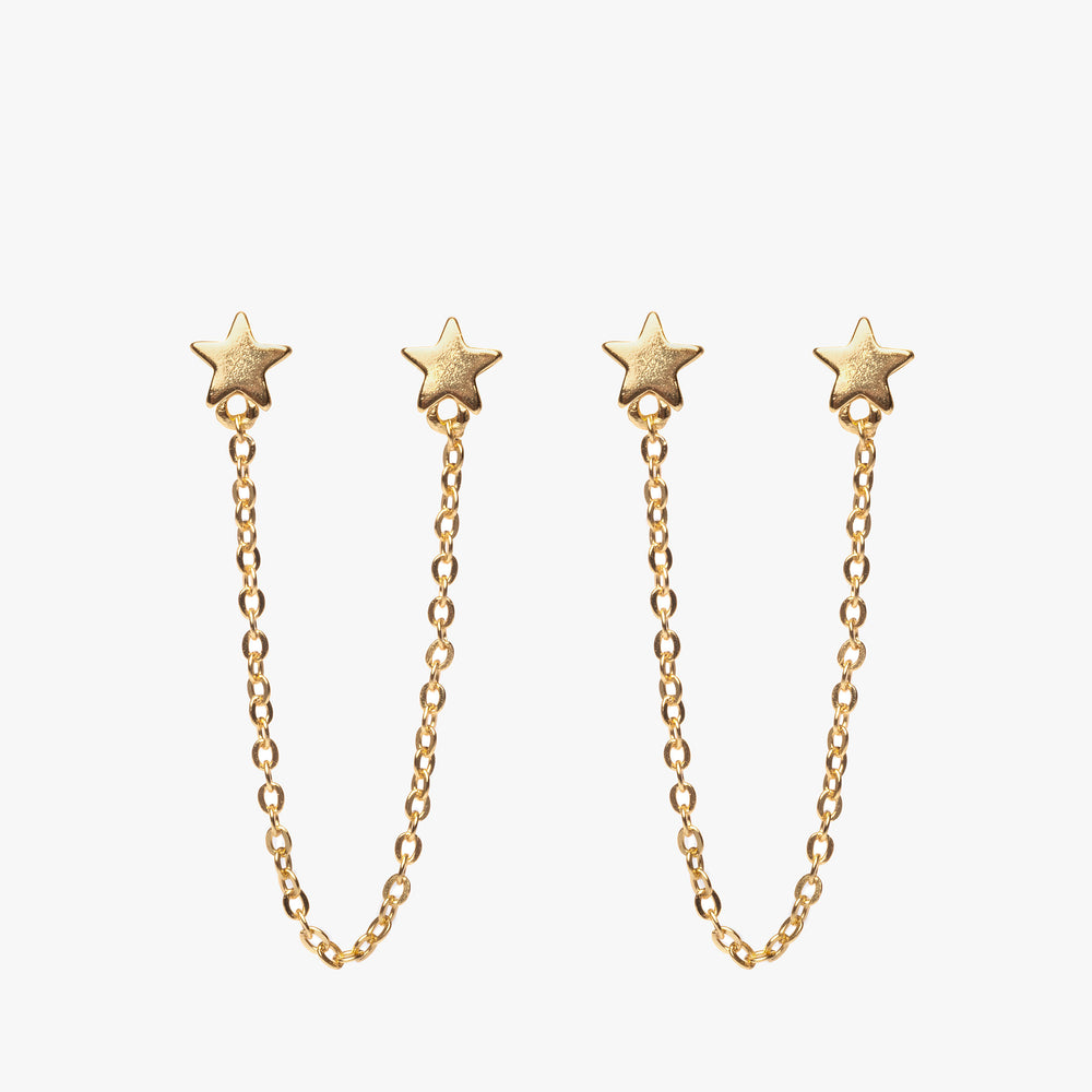 Two separate star posts connected by a chain. [pair] color:gold