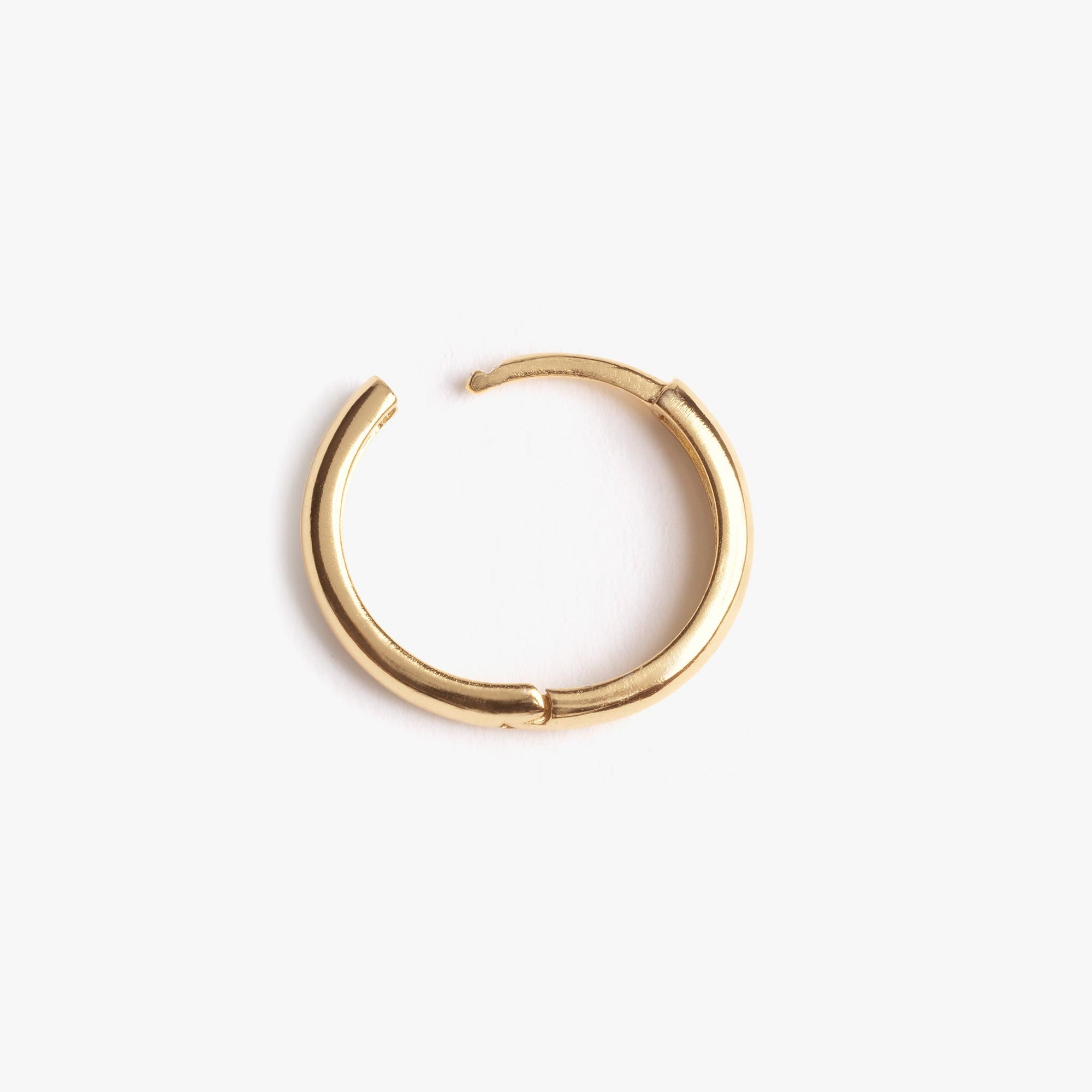 Simple chunky gold hoop. color:gold