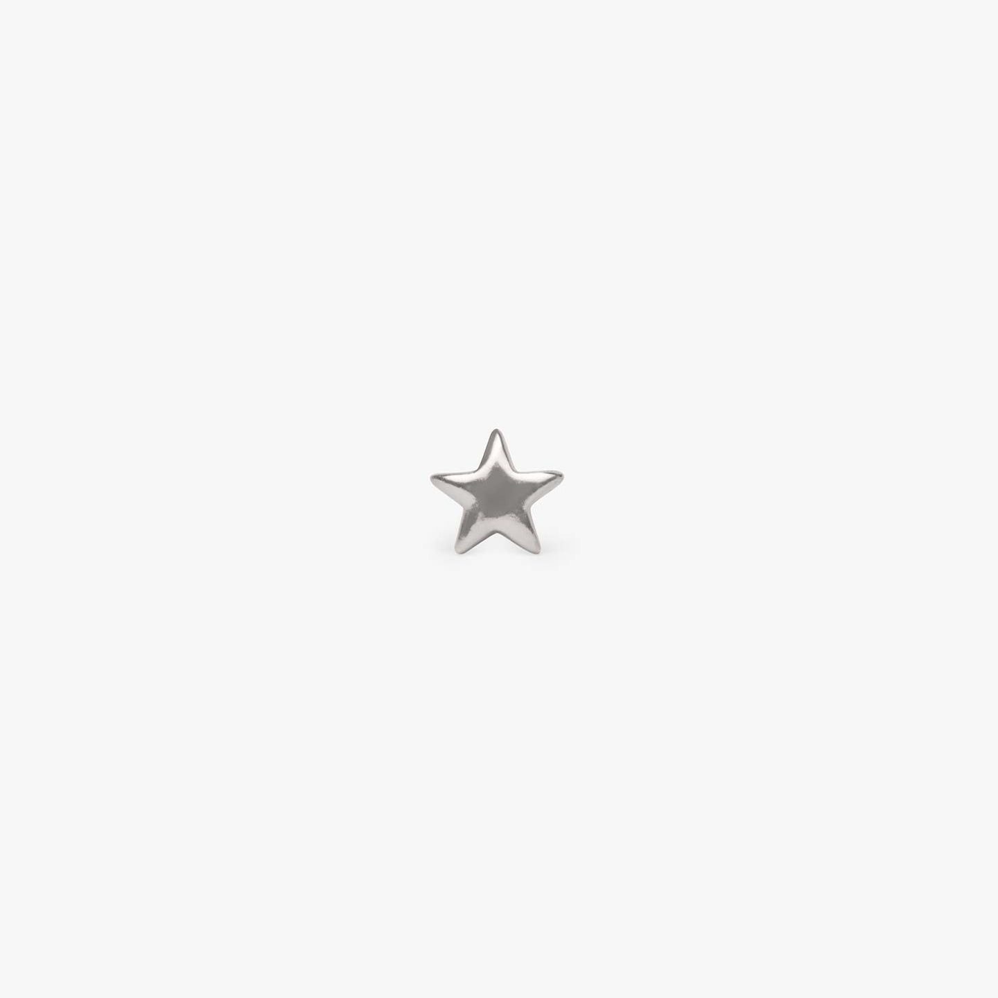 Small plain star stud in silver. color:silver