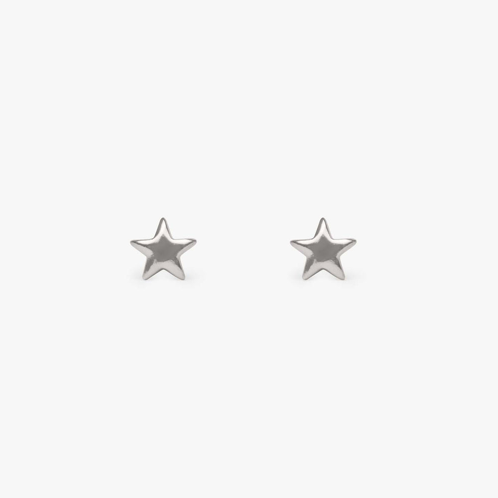 Small plain star stud in silver. [pair] color:silver