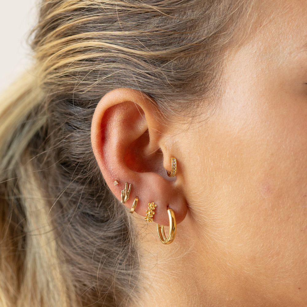 Gold ear cuff lined with CZ gems to be used without a piercing. color:gold / clear