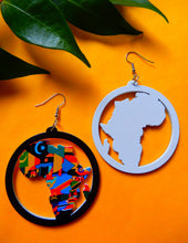 Load image into Gallery viewer, Africa Map Outline Earrings