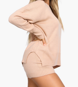 How perfect is this comfy knit set? It features an oversized knit sweater and high waisted shorts. Both can be worn together or separately.   Material: 100% acrylic