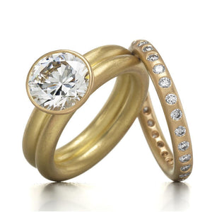 Round Ring with Many Diamonds