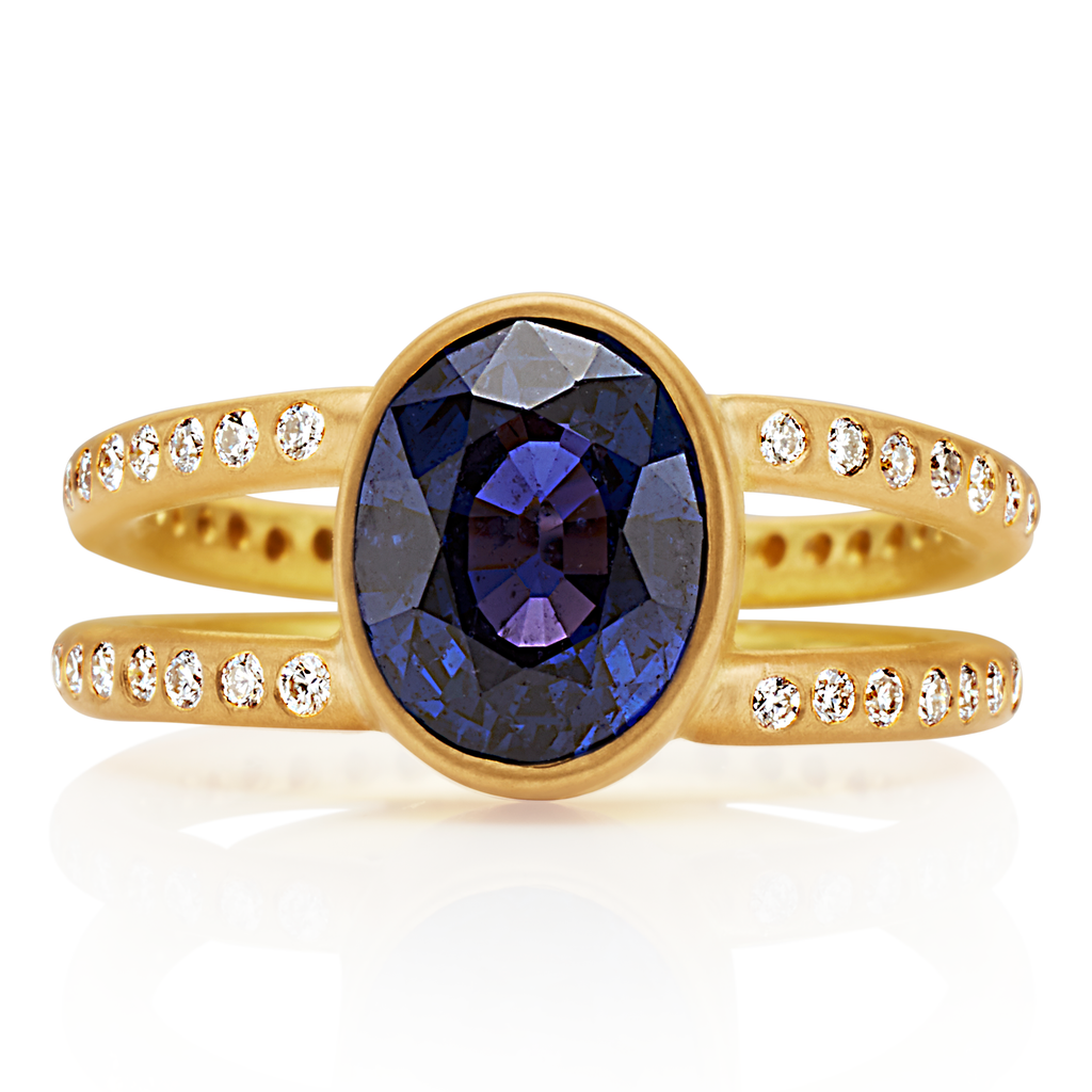 Lightdance Ring with Dark Blue Sapphire in 20K Peach Gold