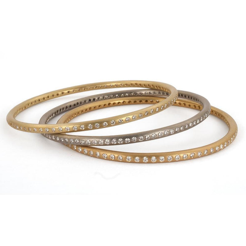 Round Bangle with Many Diamonds