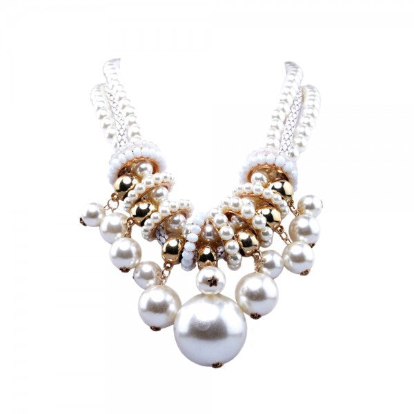 Quein Cream Necklace