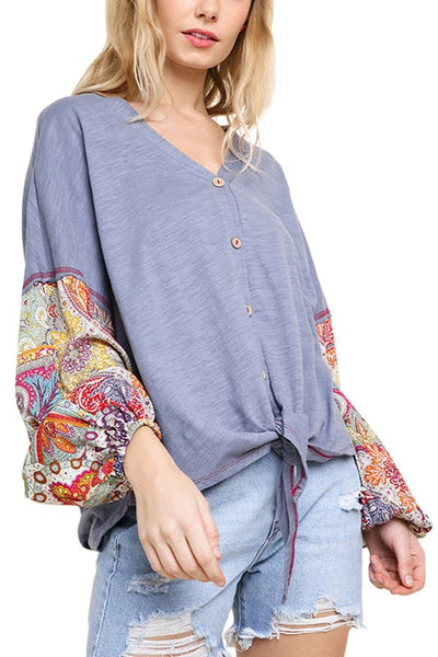 Slub Knit Button V-Neck Knotted Top with Paisley Print Pluff Sleeves and Contrast Stitching
