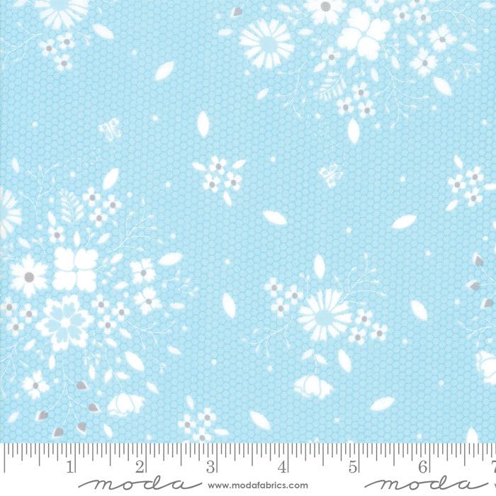 Sugarcreek Sky 29071-18 Modern Floral Laceflower Light Blue - Fabrics N Quilts