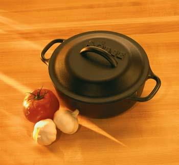 Lodge Dutch Oven Black, 2Qt Lifestyle