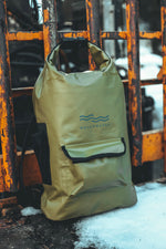 zaino verde, impermeabile, chiusura a combinazione, waterproof backpack, combination lock