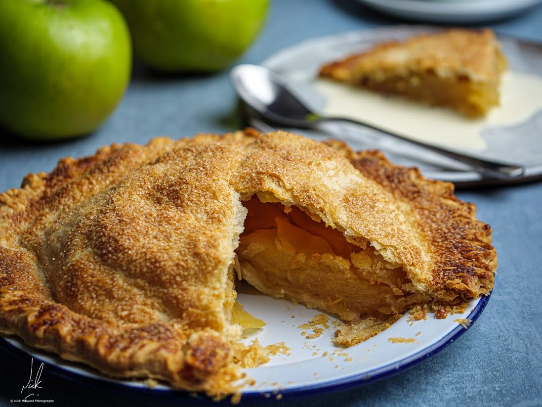 MUM'S BRAMLEY APPLE PIE - ANGELA HARTNETT