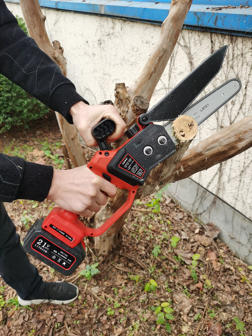 KM0403E21B Lithium mini chainsaw video