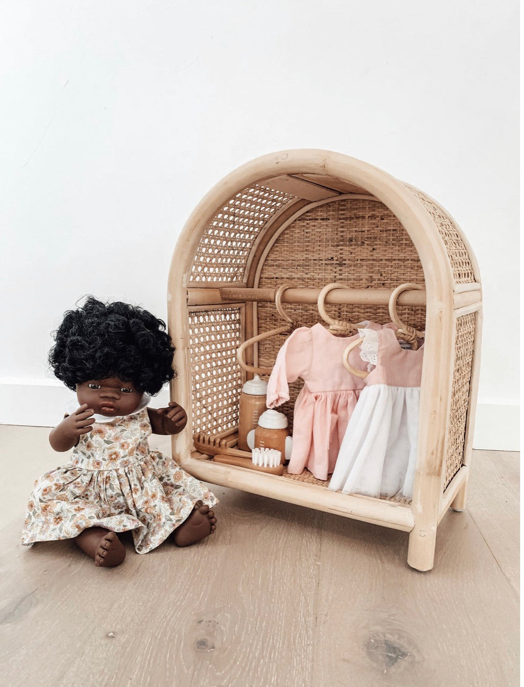 Dolls Storage Station