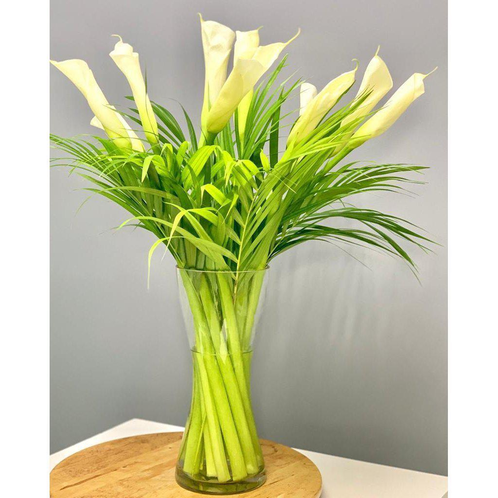 Calla Lily Bouquet with Vase - Upscale and Posh - Same Day Flower Delivery Dubai