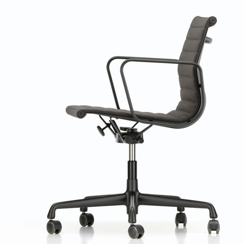 EA 117 Eames Aluminium Group Chair - Deep Black Base