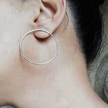 Load image into Gallery viewer, Minimalist Silver Circle Earrings