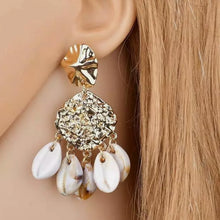 Load image into Gallery viewer, Golden Seashell Earrings