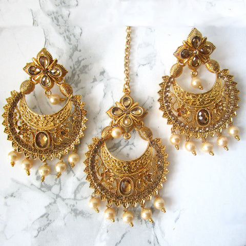 Golden Detail Tikka and Earring set with Pearls