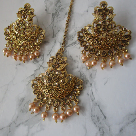 Stunning gold and champagne coloured faux pearl set including a tikka and perfectly matching earrings. This set is perfect for parties, weddings, events and special occasions.