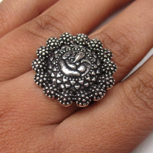 Detailed in shape and design Ganesha ring in silver colour, adjustable to fit all ring sizes. Perfect for everyday and special events.