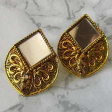 Load image into Gallery viewer, Detailed gold coloured studs with mirror in the middle. These earrings are perfect for all occasions.