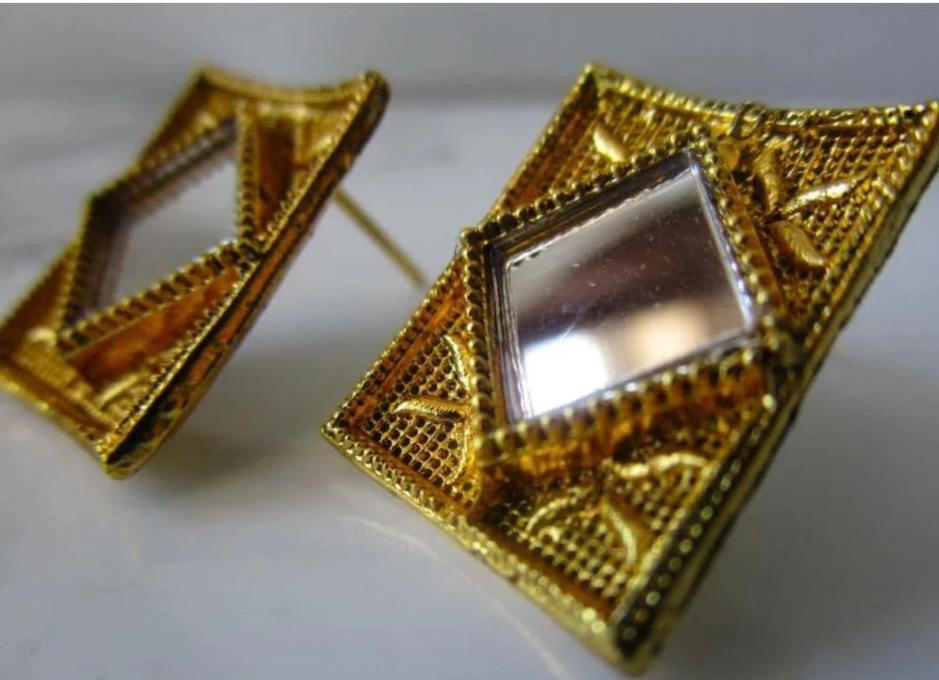 Beautiful and intricate lightweight gold or silver mirror studs with square shaped mirror in the middle. These earrings are perfect for all occasions including everyday wear, parties and even for work.