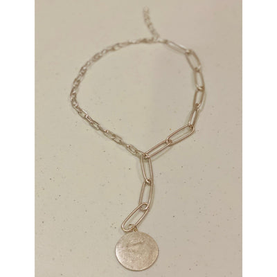 Silver chain link necklace w disc pendant