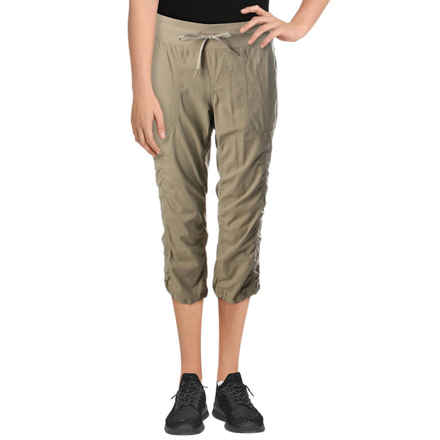 Womens Standard Fit Mid-Rise Capri Pants