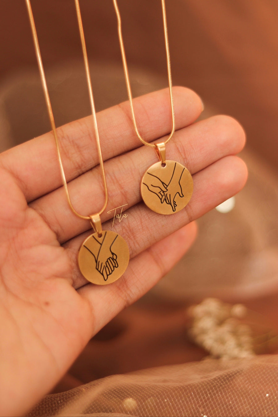 Hold My Hand Necklace Set