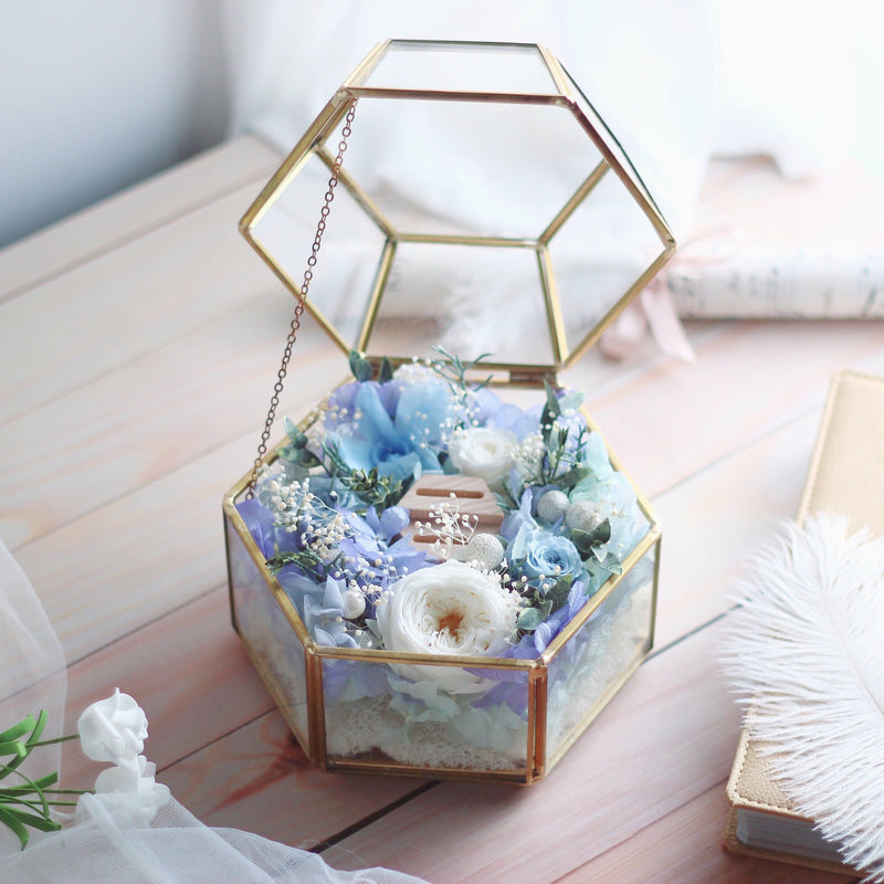 Léselle Preserved Flower - Ring Box with LED light