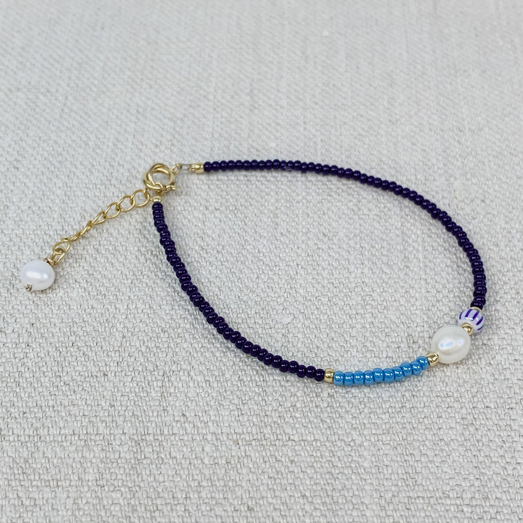Blue and turquoise seed bead bracelet with fresh water pearl.
