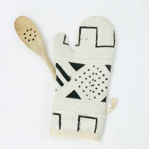 white and black mud cloth pot holder