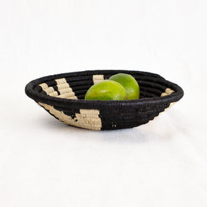 Indego Africa black and natural basket bowl
