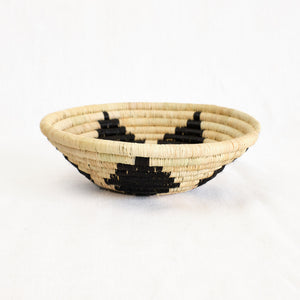 Indego Africa basket bowl in natural and black