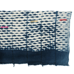 Indigo and white shibori/tie dye throw. Vintage piece from Africa in 100% cotton.