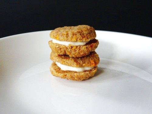 Low-carb Keto Carrot Cake Whoopie Pie Recipe with Almond Flour