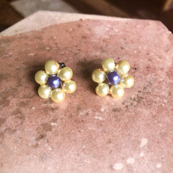 Blóma! X The Norah Store // Single Daisy Earrings in Lilac and Cream