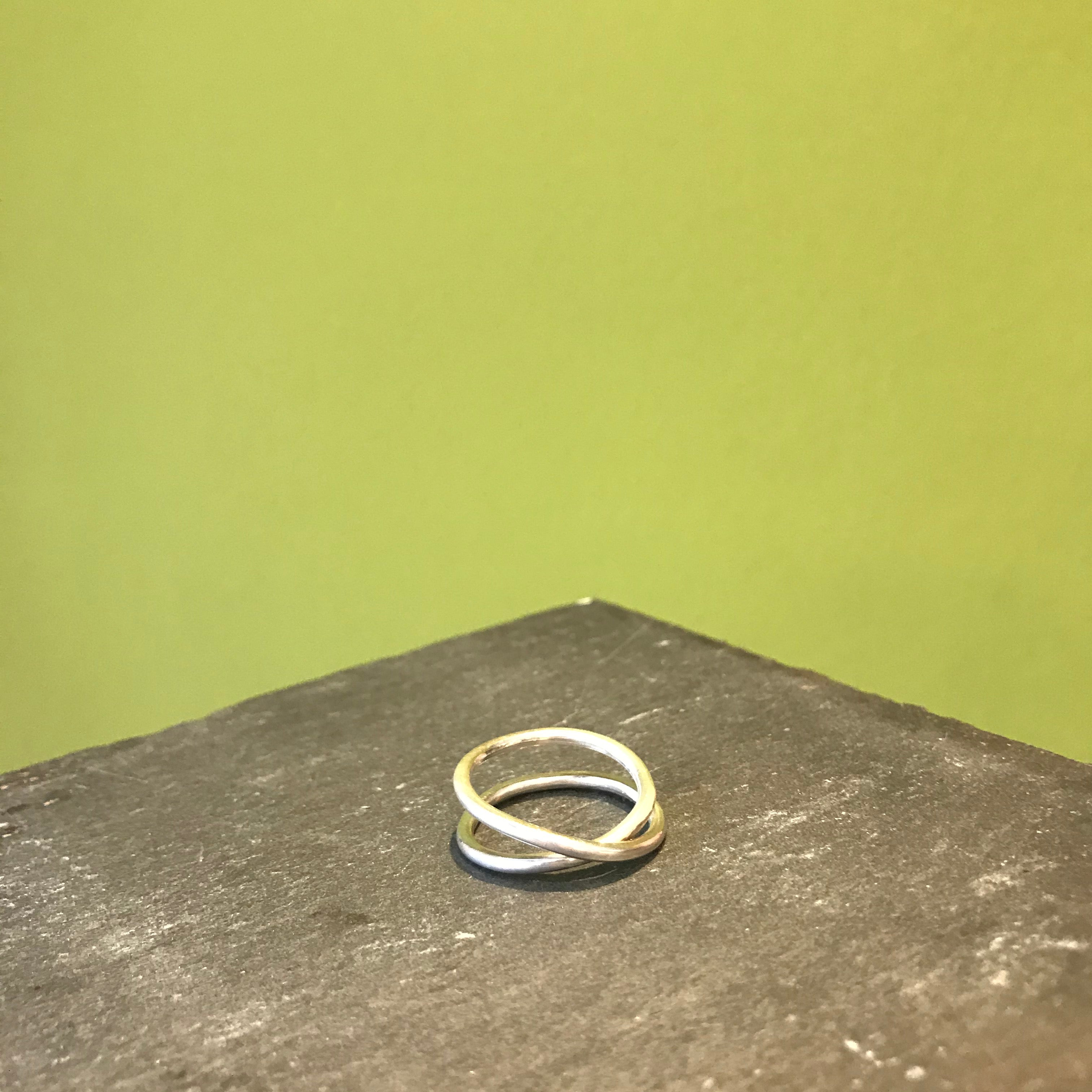 Round Crossover Ring