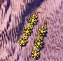 Load image into Gallery viewer, Blóma! Moss Daisy Earrings