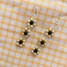 Load image into Gallery viewer, Blóma! Daisy Earrings