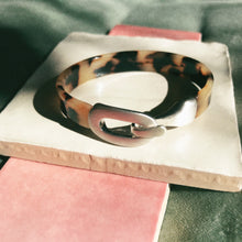 Load image into Gallery viewer, Nordic Muse Silver Tortoise Resin Bangle
