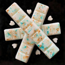 Load image into Gallery viewer, Bend and snap wax melt bars with turquoise and gold natural pigments, and mini small heart wax melts. Made of all-natural soy wax, infused with essential oils. Long-lasting, slow burn. Ecofriendly product and gift. Choose from any scent. Vegan, cruelty-free.