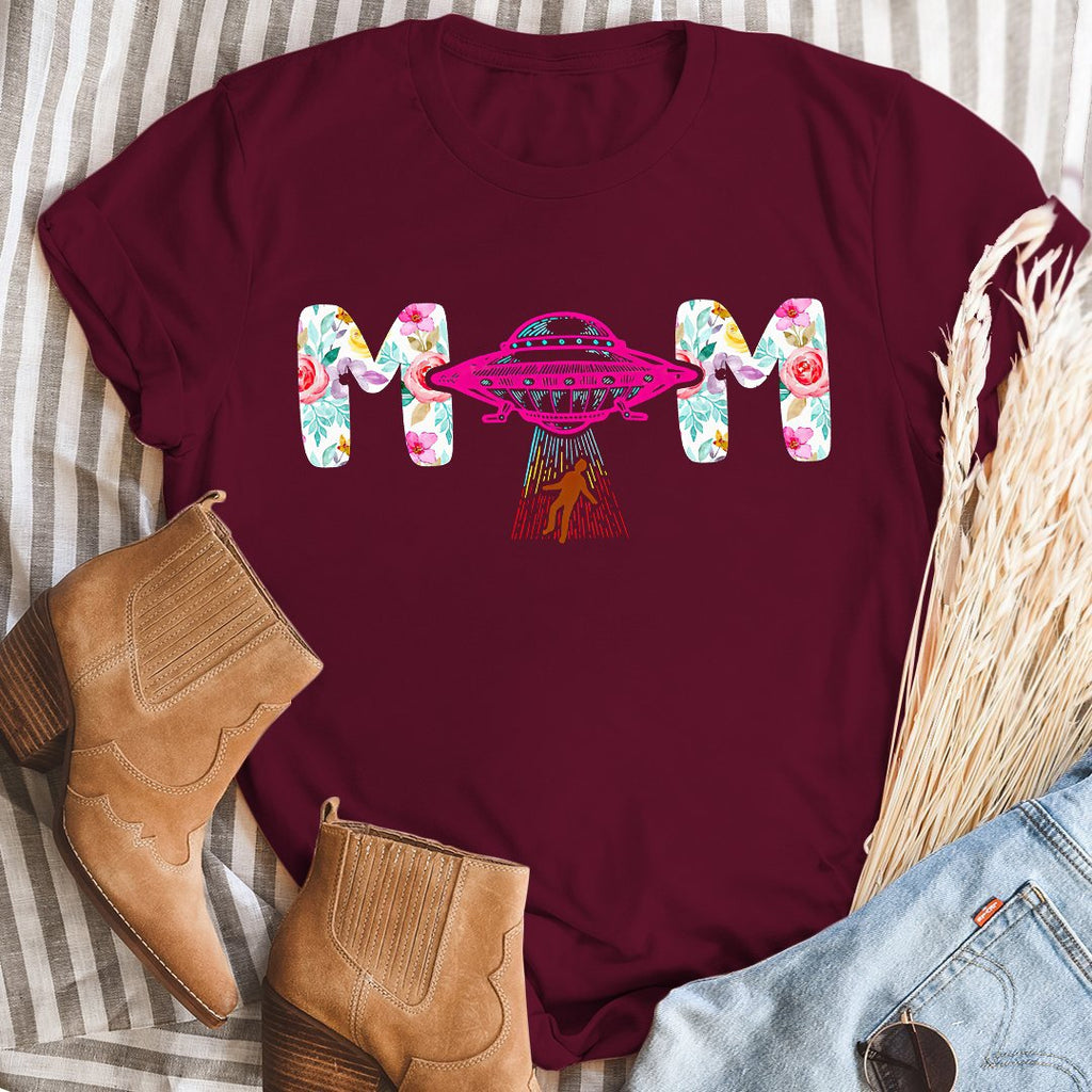 Ovaon UFO Mom Classic Plus Size Unisex T shirt Gift For Mother's Day