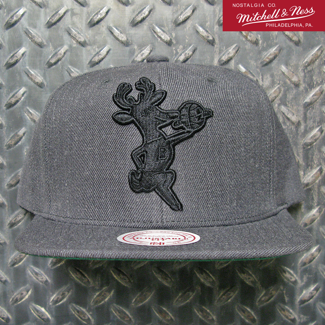 Mitchell & Ness Milwaukee Bucks NBA Hard Wood Classics Wool Black/Black Snapback Hat 6HSSMM18693-MBUDKGY