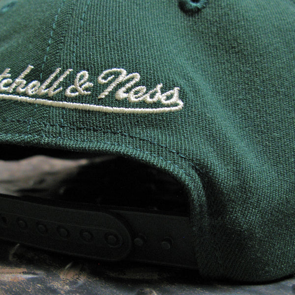 Mitchell & Ness Milwaukee Bucks 2 Tone Redline Snapback