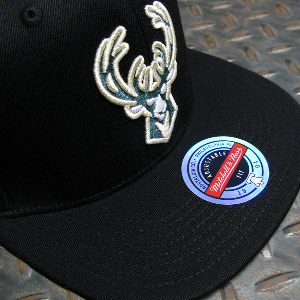 Mitchell & Ness Milwaukee Bucks Downtime Redline Snapback