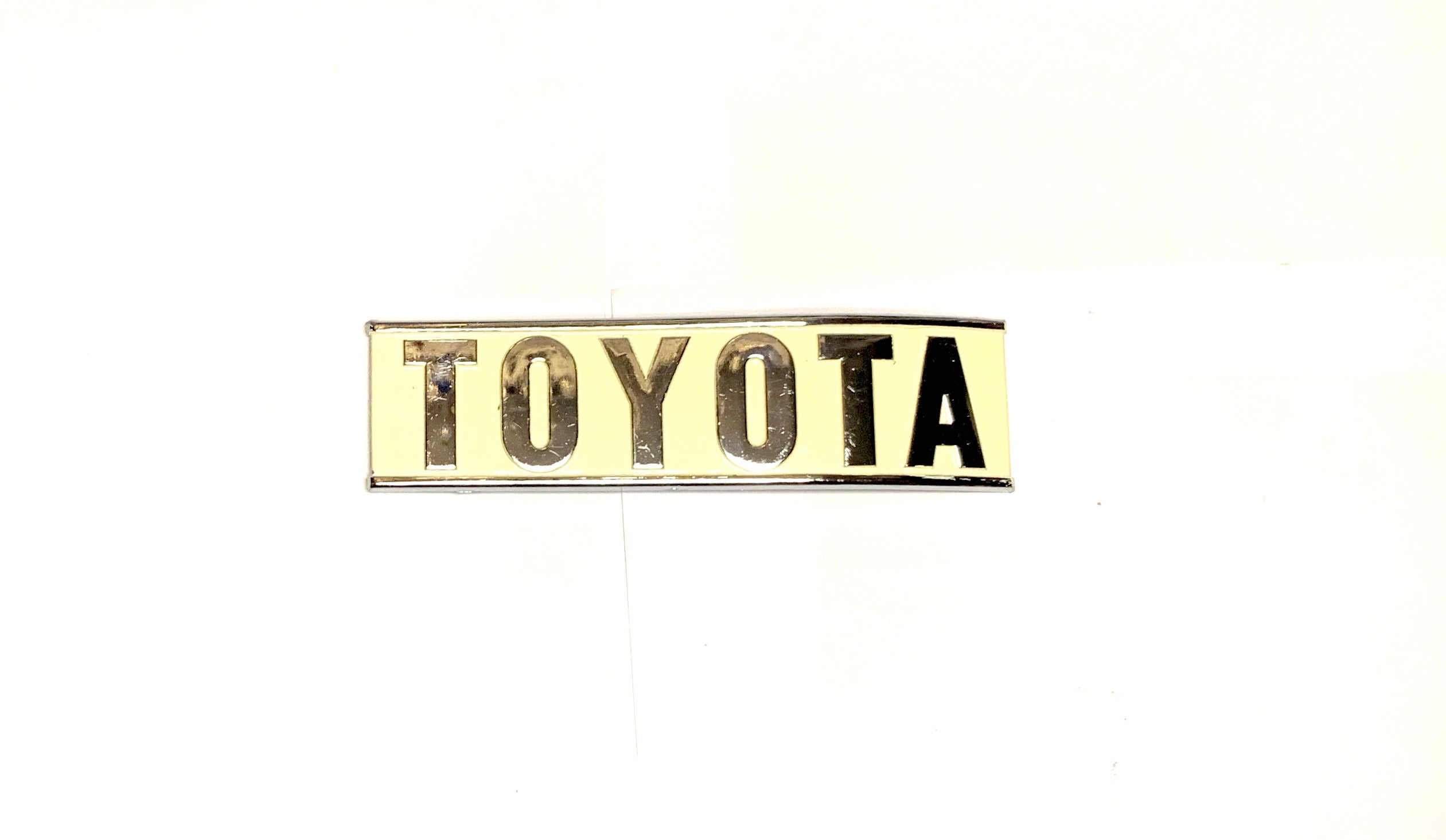 Rear TOYOTA Curved emblem (j40)