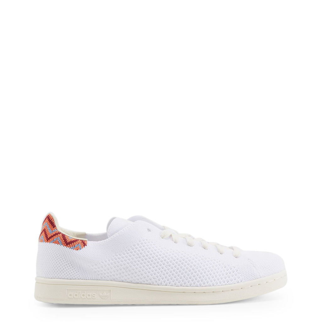 A white Adidas Originals Trainers Shoes with knitted fabric and colorful details on the back with the name STAN SMITH Primeknit