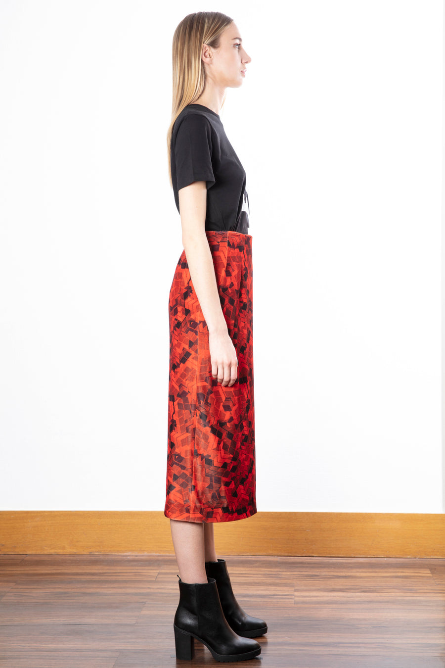 Velvet Pencil Skirt/Print T-shirt